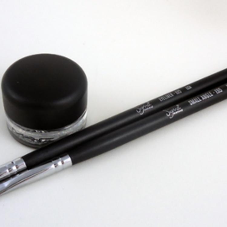 Thumb mac delineador eyeliner black preto gel2